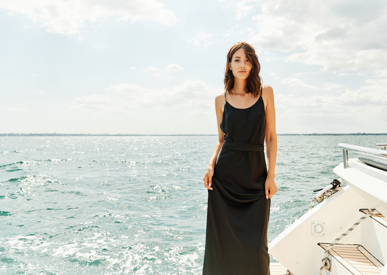 Minimalism and black wedding dress