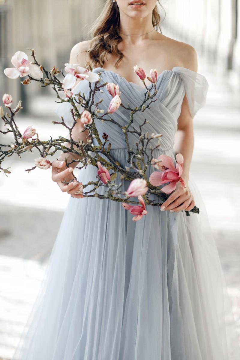 Grau-schicke Farbe für ein Hochzeitskleid  Pearl Fashion Group