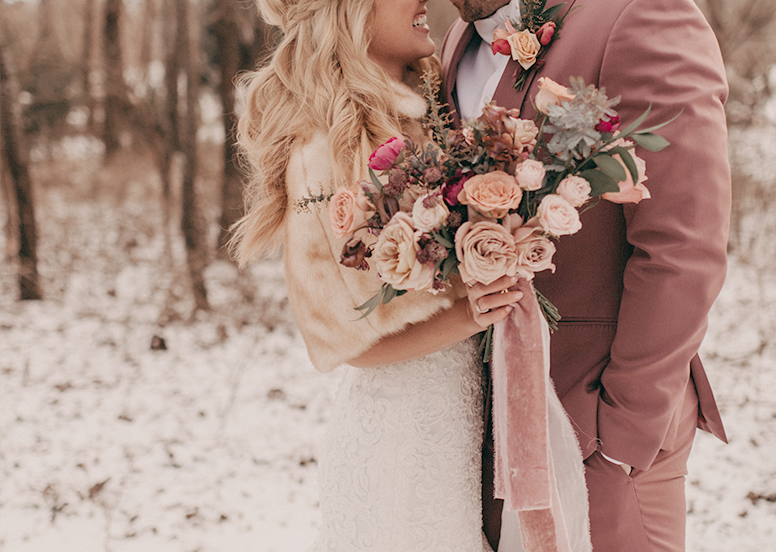 Warm accessories for winter wedding