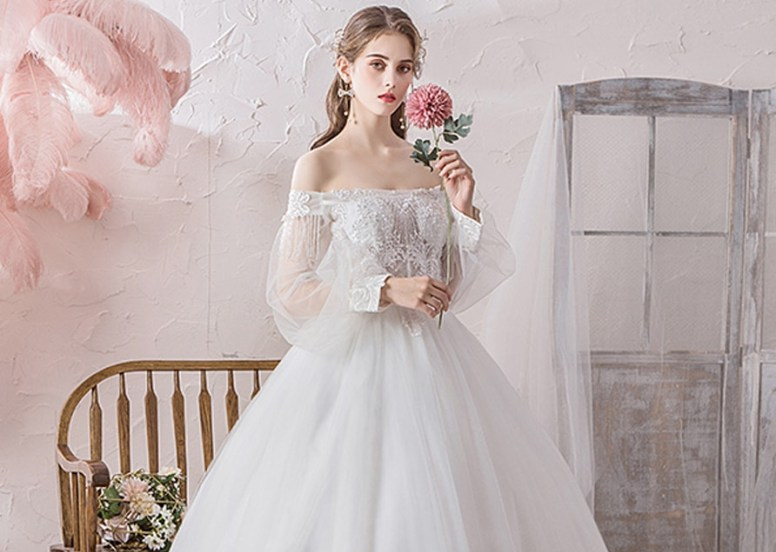 Wedding dress for wide hips
